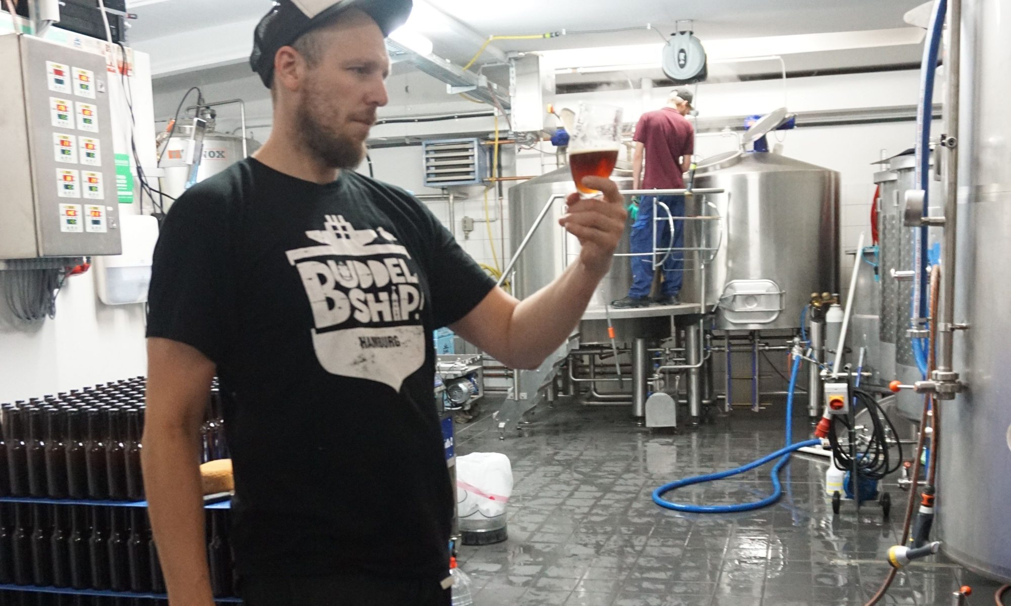 Oorlam Eröffnung Simon Siemsglüß von der Buddelship Brauerei