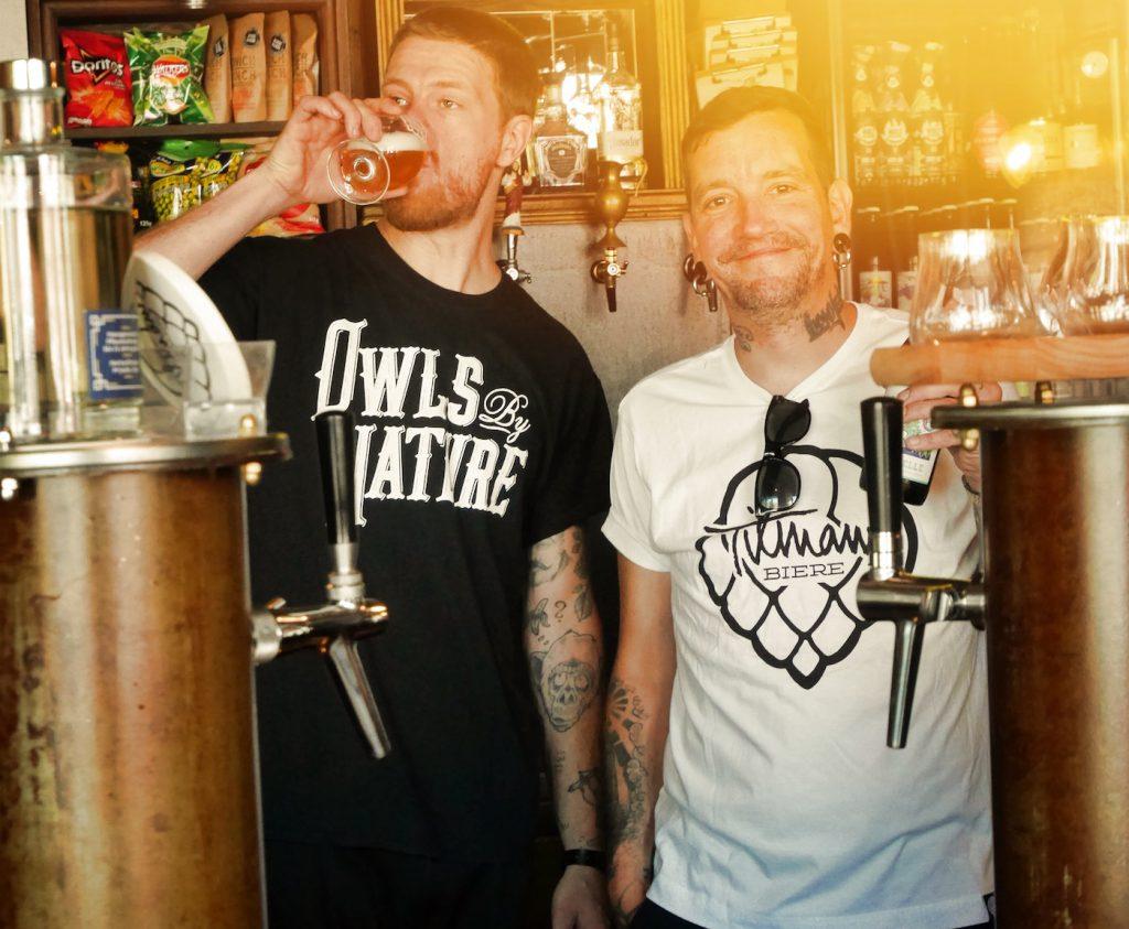 Tilman und Franz von Tilmans Biere in München in ihrer Bar Frisches Bier