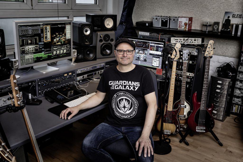 Stefan Endrigkeit von HHopcast, Bassist und Musikproduzent
